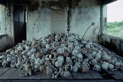 pile_of_skulls_2
