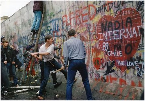 Tearing Down The Berlin Wall http://www.flickr.com/photos/xuavanay/3449702540/