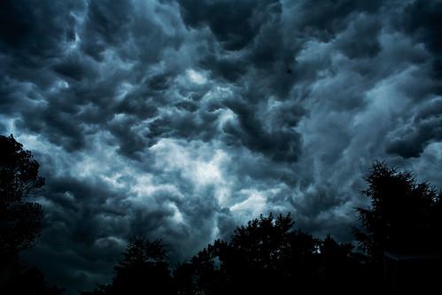 美國科學家發現,情報單位資助氣候變遷研究是為了瞭解新科技是否能讓天氣變成武器。(來源:RawheaD Rex)
