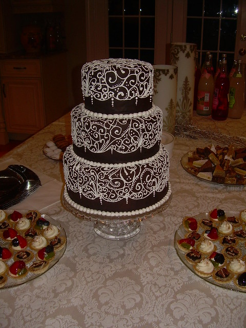 Filigree Designs for Cakes http://www.flickr.com/photos/blackmarketcakes/3211359588/