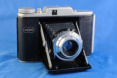 digital camera(0.0), single lens reflex camera(0.0), cameras & optics(1.0), camera(1.0), shutter(1.0), camera lens(1.0),