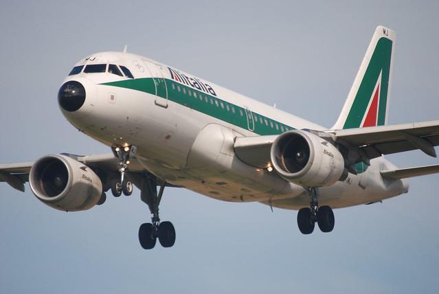 Alitalia A319-112 EI-IMJ
