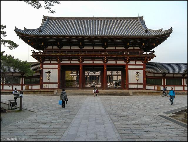 Chuumon (Central Gate)