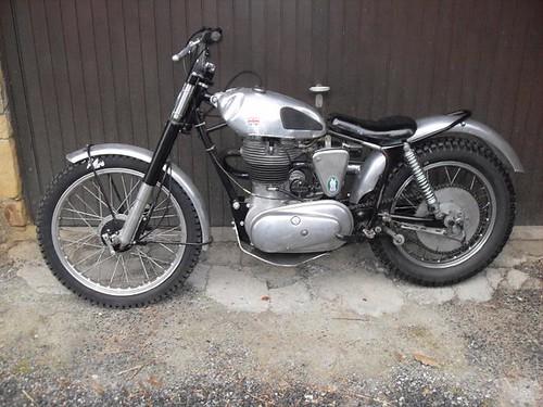 Royal-Enfield 350cc de trial.