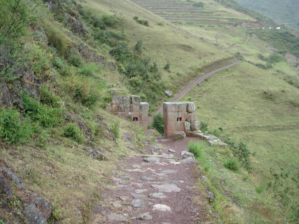 каменные петли в Писаке