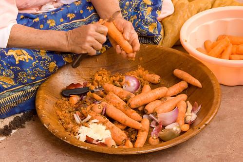 La longue préparation du couscous