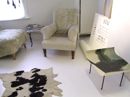 Ouno design diy paint your linoleum floor white for Liquid lino floor paint