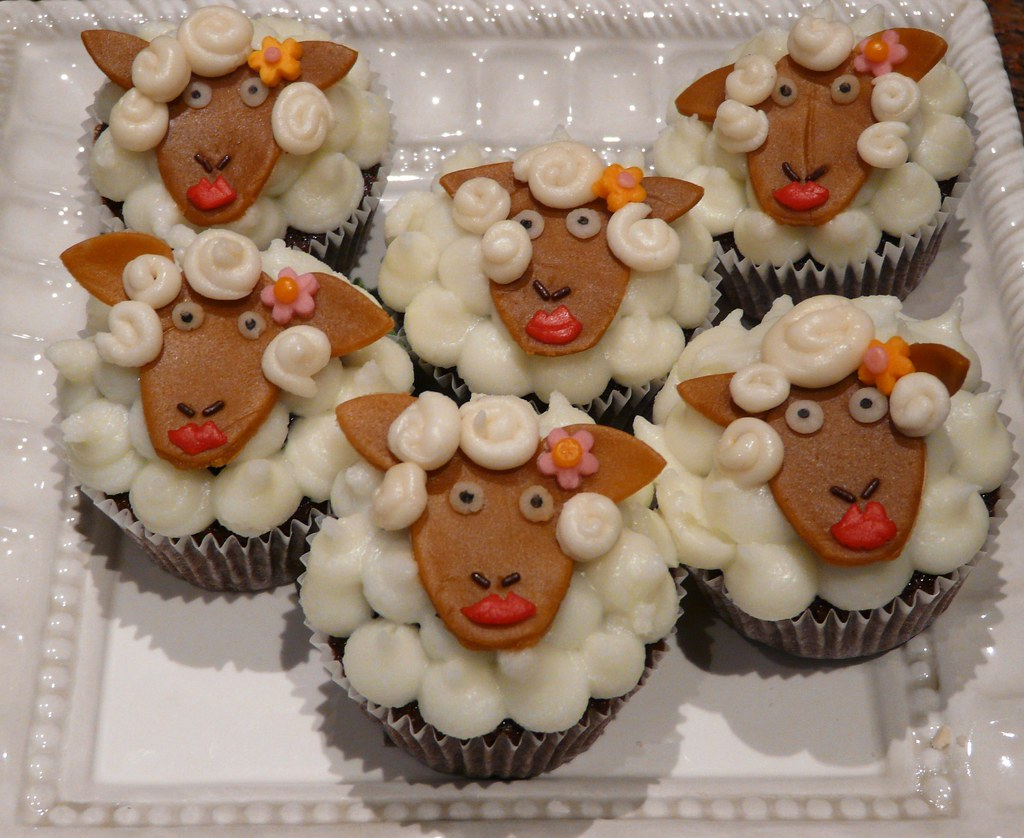 Mary Had a Little Lamb cupcakes
