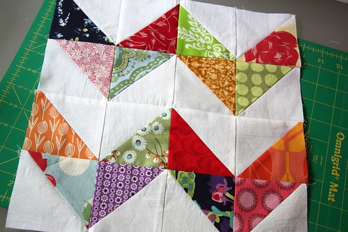 zig zag - do. Good Stitches Grace circle - June block