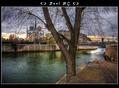 Paris - A River Runs Through It :: HDR