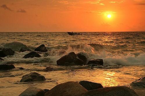sea sun sol canon landscape mexico atardecer mar photo amazing barca group jalisco paisaje puertovallarta tamron eos350d roca manfrotto the cokin gorkabarreras