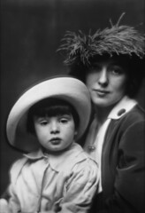 Evelyn Nesbit and son by Arnold Genthe, 1913