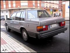 executive car(0.0), compact car(0.0), automobile(1.0), volvo 700 series(1.0), vehicle(1.0), volvo cars(1.0), sedan(1.0), land vehicle(1.0), luxury vehicle(1.0),