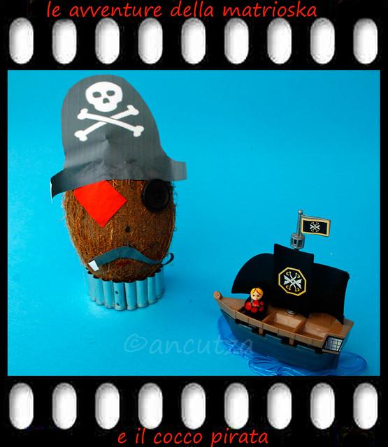foto spiritosa con noce di cocco travestita da pirata