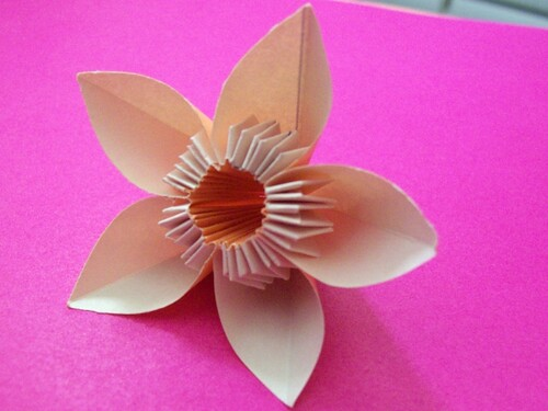 How To Make a Flower Out of Paper & Other Materials - RecycleScene
