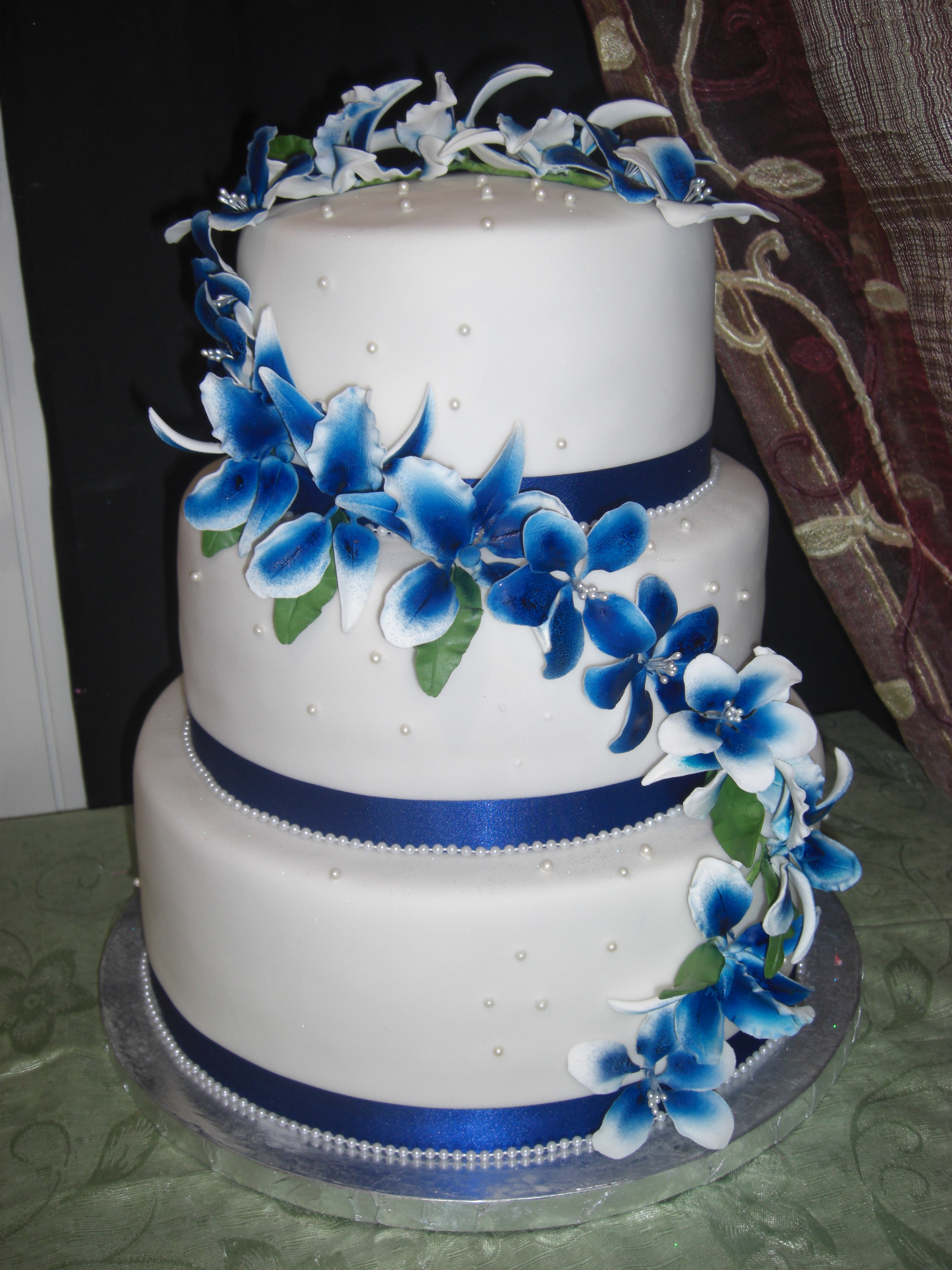 Royal Blue Wedding Cakes With Flowers &