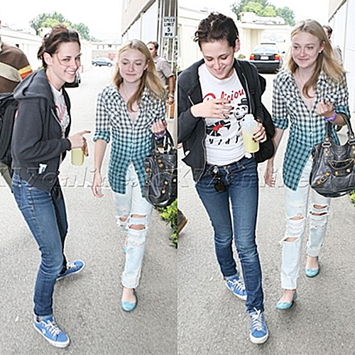 Kristen Stewart with her new moon && runaways co-star Dakota Fanning