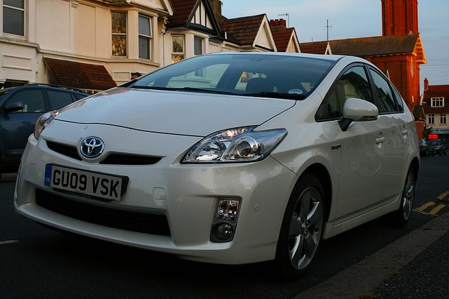 Buying A Used Car Online: The Benefits & Risks