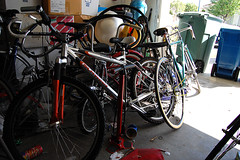 road bicycle, wheel, vehicle, sports equipment, land vehicle, bicycle,