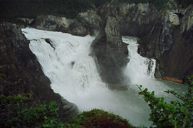 Na' ili Cho waterfall, NWT by CC user 31856336@N03 on Flickr