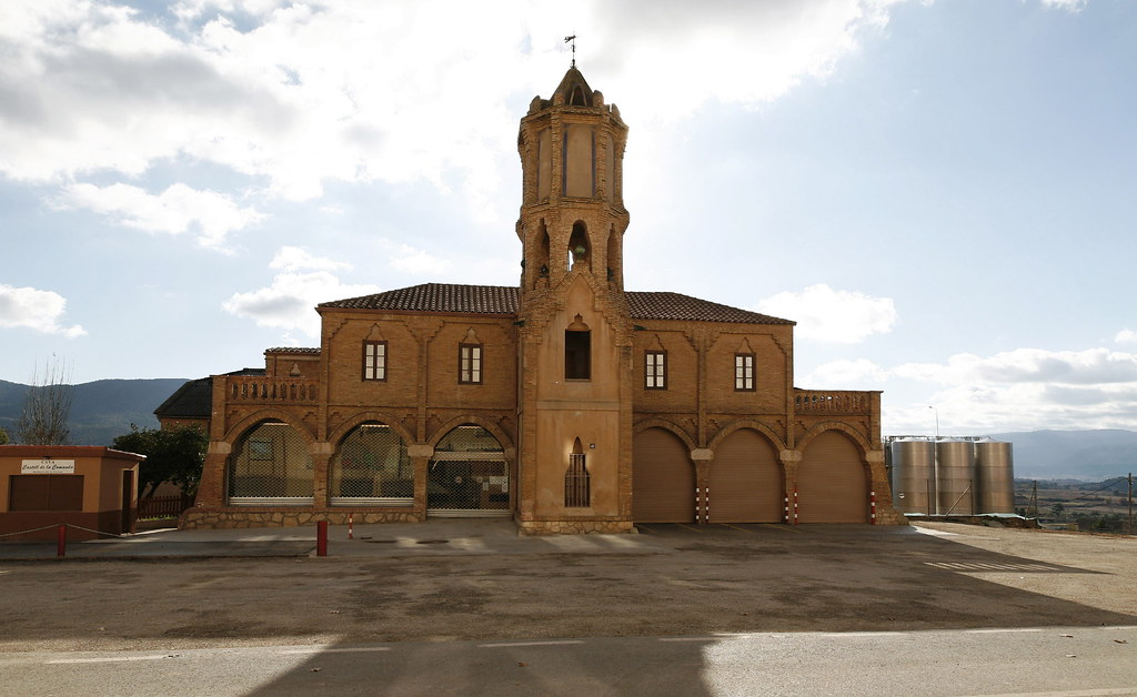 Façana principal. Imatge: Josep Giribet - D.G. del Patrimoni Cultural. Llicència Creative Commons Reconeixement - No comercial - Sense obres derivades