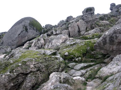 Los paisajes gran ticos 2 los berrocales y las rocas for Roca termica