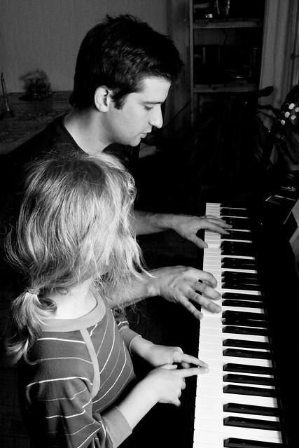 Père et fille au piano I