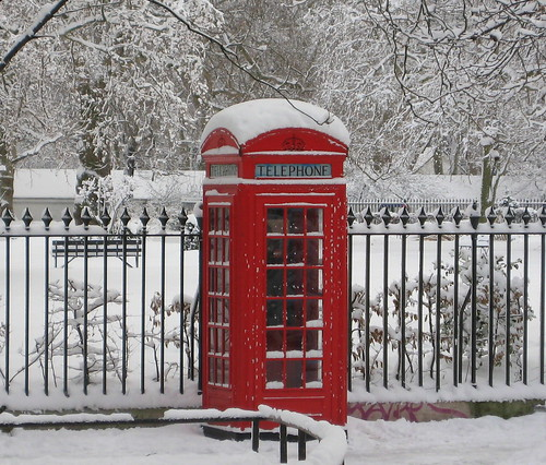 cabine t l phonique sous la neige londres red phone booth covered with snow london a photo. Black Bedroom Furniture Sets. Home Design Ideas
