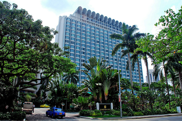 Sharing La Hotel