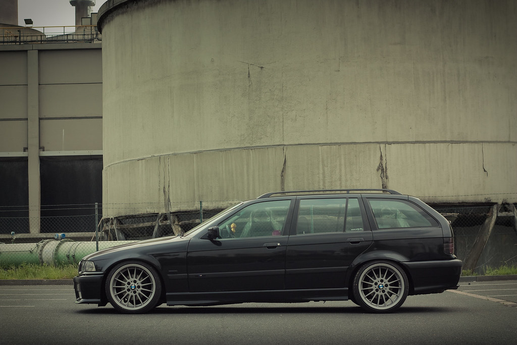 bimmers bmw 323i touring e36 on oem style 32 wheels. Black Bedroom Furniture Sets. Home Design Ideas