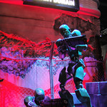 E3 2011 - Binary Domain robot statue (Sega)