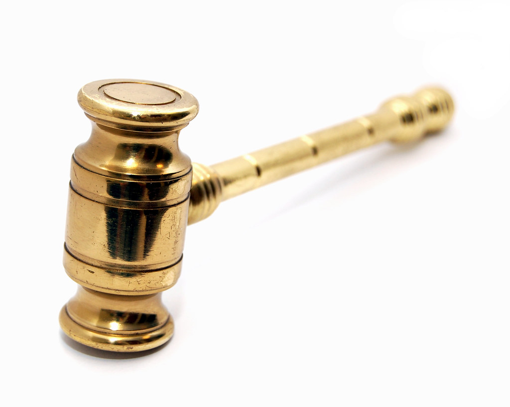Chiarimenti sull'inibizione dei dipendenti dell'Agenzia del Demanio a partecipare al concorso pubblico