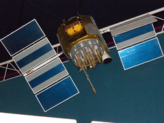 2009/03/07 (土) - 14:20 - This one-quarter scale model represents the second generation, or 'Block II' of satellites that make up the Navstar Global Positioning System, known as GPS. GPS is a US Defense-Department system designed to provide world wide, three-dimensional positioning information, 24 hours a day. Civil customers may also access the system at no charge.  The first generation, Block I, satellites were used as research vehicles to test the feasibility of the concept. A constellation of 24 Block II satellites make up the space segment of a fully operational system. The satellites were built by Rockwell International, which also built this scale model for exhibit purposes. Launches of Block II satellites began in 1989, and the Defense Department declared GPS fully operational in 1995. New generation systems are being developed and launched as GPS continues to evolve rapidly.  collections.nasm.si.edu/code/emuseum.asp?style=browse&amp... Satellite&quicksearch=GPS Satellite&newvalues=1&newstyle=single&newcurrentrecord=1