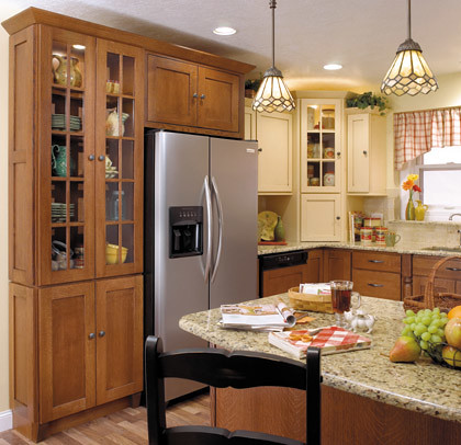 Arts crafts kitchen cabinets starmark cabinetry for Kitchen designs two tone cabinets