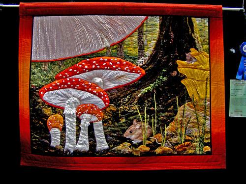 sewing australia fungus quilting quilts textiles amanita muscaria vliegenzwam adifferentview pacificinternationalquiltfestival bestmachineworkmanship kaydhaerland