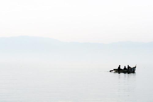 lake contrast boat fishing fishermen low peaceful calm malawi tranquil malawi2007 photocillin