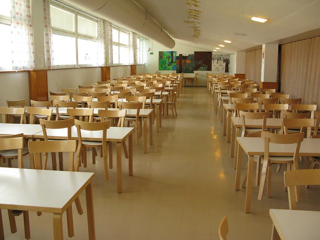 Un aula amplia de colegio
