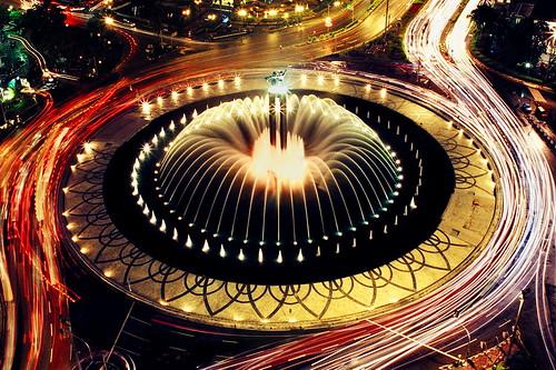 film monument fountain statue analog canon indonesia eos nightshoot jakarta nightscene bunderanhi tuguselamatdatang