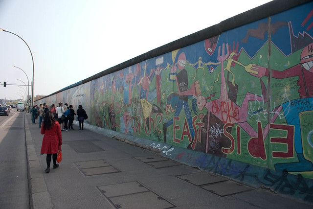 Murals on the berlin wall flickr photo sharing for Berlin wall mural