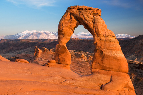 sunset nature utah sandstone arch desert entrada geology archesnationalpark delicatearch lasalmountains
