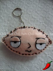 coin purse(0.0), locket(0.0), ear(0.0), pendant(0.0), organ(0.0), keychain(1.0), chain(1.0),
