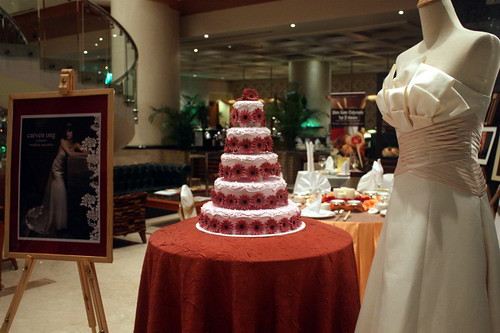 sunny Yaw wedding cake maroon flowers