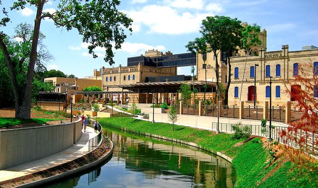 SA Riverwalk & San Antonio Museum of Art