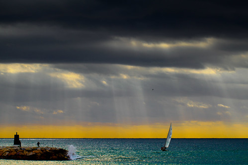 [Free Images] Nature, Sea / Ocean, Dark Clouds, Crepuscular Rays, Fishing, Landscape - Spain, Yacht ID:201205092000