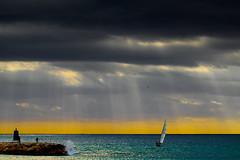 [フリー画像素材] 自然風景, 海, 暗雲, 薄明光線, 釣り, 風景 - スペイン, ヨット ID:201205092000