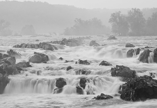 park sunset bw mist nature water monochrome weather fog virginia blackwhite nikon dusk greatfalls foggy monochromatic cascades dcist layers amateur potomacriver watefall layered d300 greatfallspark nikkor7020028