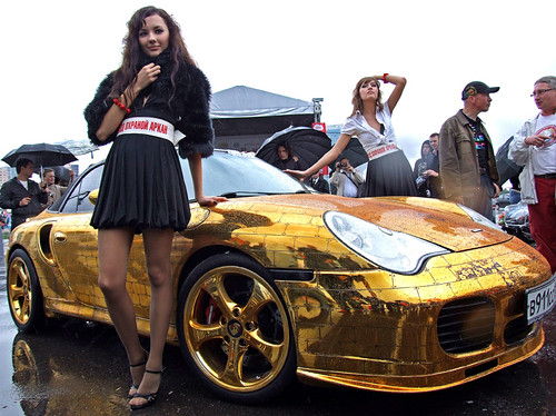 Golden Porsche in Moscow by Moskau blog