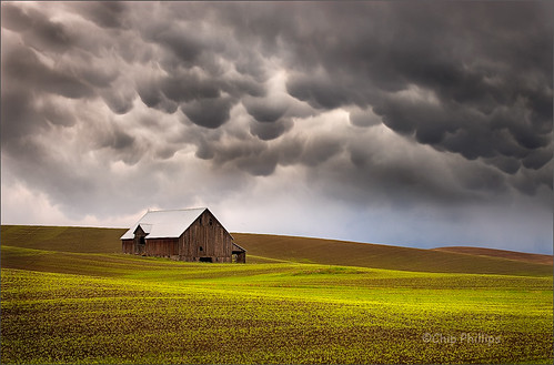 Mammatus Clouds and Barn, Palouse