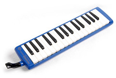 computer component(0.0), string instrument(0.0), nord electro(0.0), electric piano(0.0), digital piano(0.0), electronic device(1.0), musical keyboard(1.0), keyboard(1.0), electronic musical instrument(1.0), electronic keyboard(1.0),