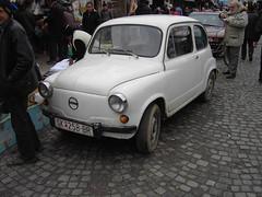 automobile(1.0), vehicle(1.0), fiat 600(1.0), subcompact car(1.0), city car(1.0), compact car(1.0), zastava 750(1.0), antique car(1.0), land vehicle(1.0), coupã©(1.0),